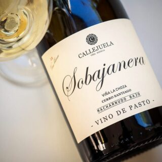 Sobajanera, a new unfortified Palomino wine from Callejuela. From one single cask, after two years of ageing under flor. A weighty Macharnudo character. Full review on SherryNotes.com