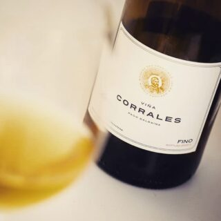 One of the most anticipated sherry wines of the past few years: Peter Sisseck's Fino Viña Corrales. A serious Fino in a classic, mature and slightly safe style, still close to the Fino Camborio from which it originates. Detailed background and full review now on www.sherrynotes.com . . . . . . #fino #finosherry #sherrywine #jerezxeressherry #petersisseck #viñacorrales #sanfranciscojavier #camborio #pagobalbaina #jerezdelafrontera #vinosdeautor #vinosdejerez #vinosdeespaña #spanishwine #winesfromspain #instawine #sherrynotes #sherryeducator