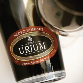 The Pedro Ximénez Clásico from Bodegas Urium, of around 15-20 years of age, one of the nicer examples in this price category. Full review now on sherrynotes.com . . . . . . #sherry #sherrywine #sherrynotes #pedroximenez #pxsherry #urium #bodegasurium #winesofspain #vinosdejerez #vinosdeespaña #sherryeducator #sherrywinesjerez #winelovers🍷 #winesofinstagram
